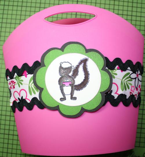Bag with ribbon & skunk